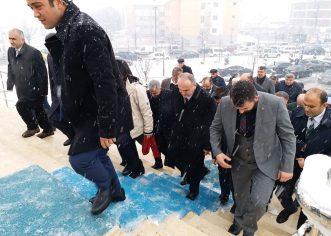 Bilim ve Sanayi teknoloji Bakanı Dr. Faruk Özlü'ye bir dosya ve bilgi